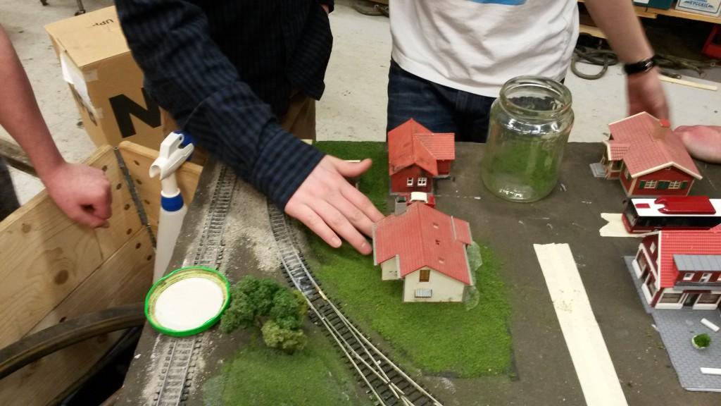 På samma modul trängdes även villa-byggarna och sådde en massa gräs och roa sig. Riktigt fint blev det!