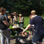 Anders, Hampus och Micke grillar åt de hungrande massorna i Östersjön.