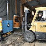 Vi passade också på att byta sockeln till vår spårvagnssimulator genom att lyfta upp den med trucken och....